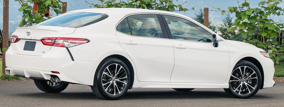 Toyota Camry 2018 Pictures in Pakistan side look picture