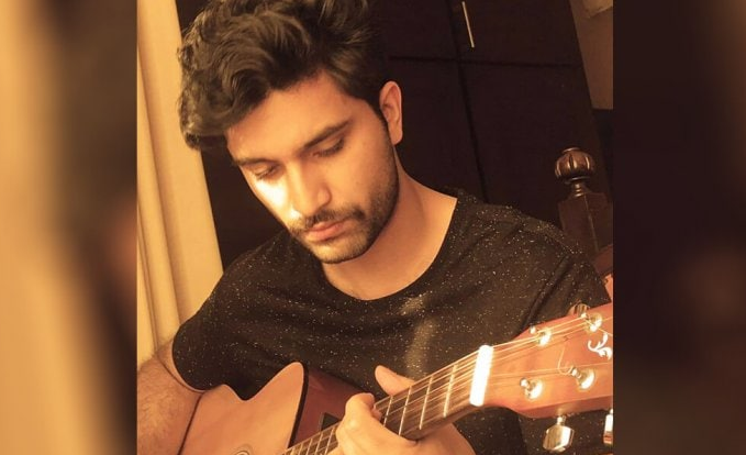 Ahad Raza Mir's Singing Video Goes Viral
