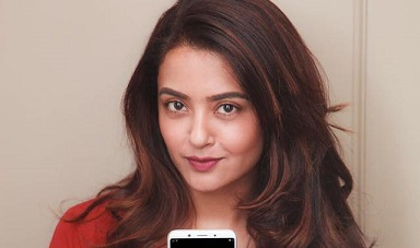 Surveen Chawla Bio Height Weight Age Films Spouse Affair Net Worth Body Facts
